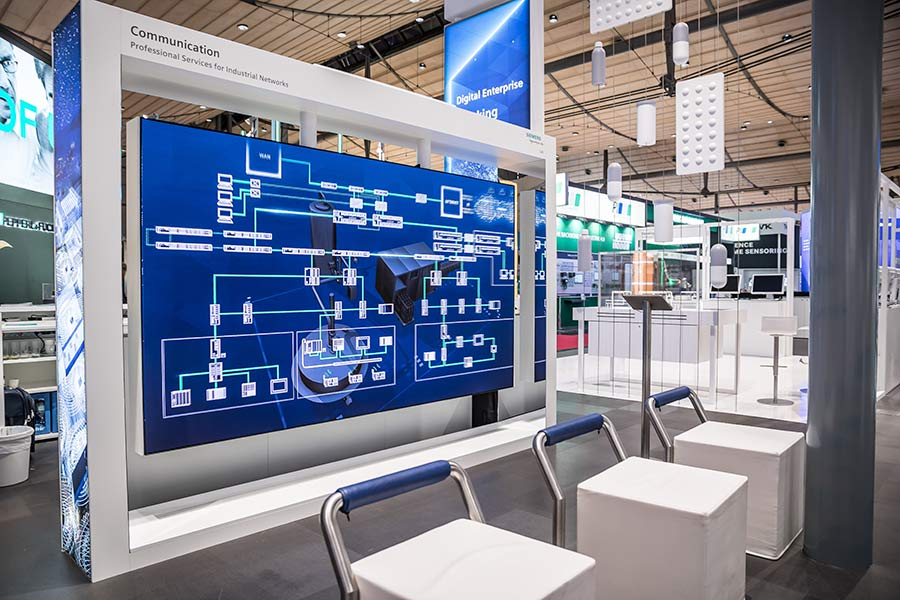 Displays: The View auf dem Messestand von Siemens